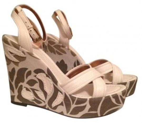 BCBGMAXAZRIA Cream / Multi Wedges