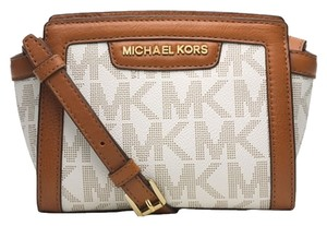 Michael Kors Vanilla Messenger Bag