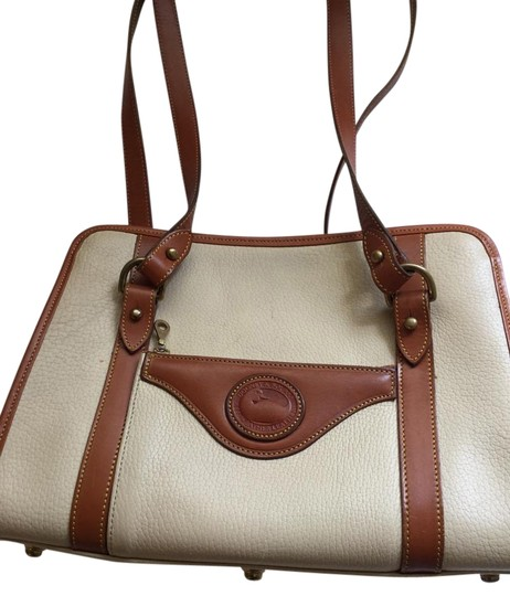 Preload https://img-static.tradesy.com/item/15714658/dooney-and-bourke-beigetan-all-weather-leather-shoulder-bag-0-1-540-540.jpg