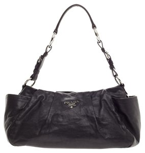2cddcecb88dc Prada Leather Bags - Up to 70% off at Tradesy