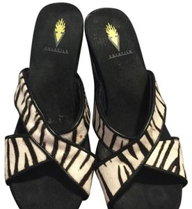 Volatile Black and white Wedges