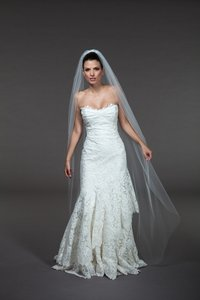 Brand New Loveveils Bridal Veil