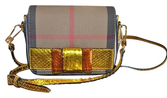 Preload https://img-static.tradesy.com/item/15717514/burberry-berkeley-fabric-trim-crossbody-iris-yellow-and-nova-plaid-cotton-twill-python-leather-messe-0-1-540-540.jpg