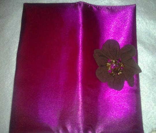 Avon New Never Been Used Fun Bright Happy Flirty Pink Clutch