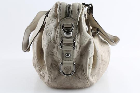Gucci Embossed Leather Shoulder Tote in Beige Image 5