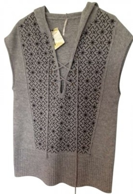 Preload https://item1.tradesy.com/images/free-people-grey-with-black-sweaterpullover-size-10-m-157195-0-0.jpg?width=400&height=650