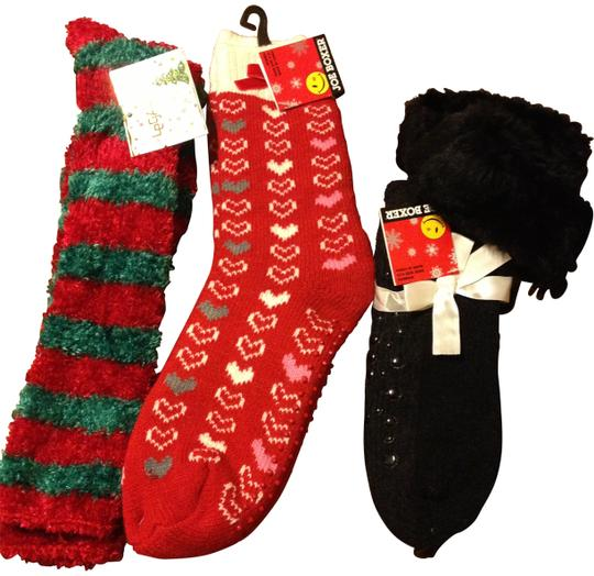 Preload https://img-static.tradesy.com/item/157225/joe-boxer-assorted-holiday-non-slip-socks-0-0-540-540.jpg