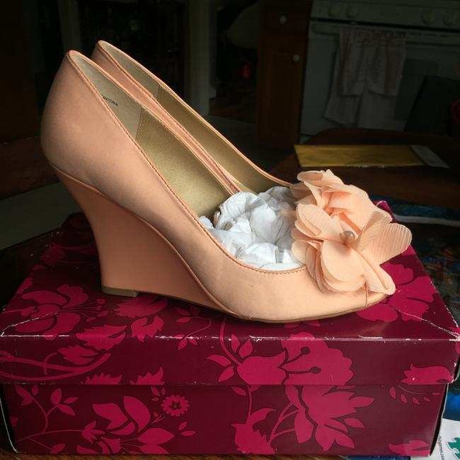 Item - Blush/Peach Satin Embellished Wedges Size US 9 Regular (M, B)
