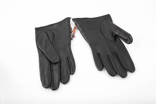 Paul Smith * Paul Smith Black Leather Swirl Zip Gloves Image 1