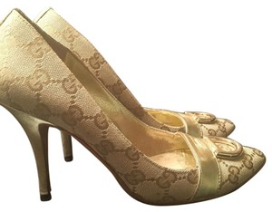 Gucci Beige and gold Pumps