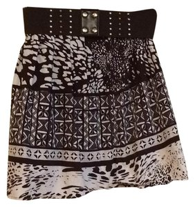 Wrapper Mini Skirt Beown and white pattern