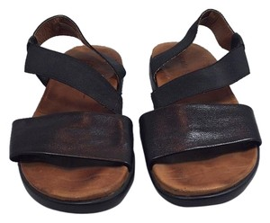 Kenneth Cole Black with brown insole Sandals