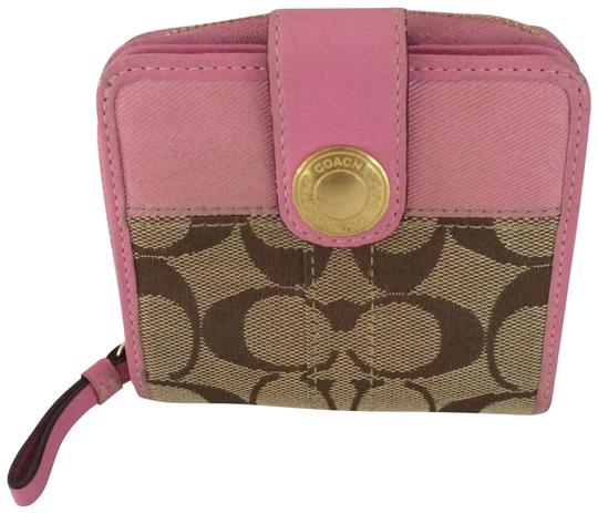 Preload https://img-static.tradesy.com/item/15745348/coach-pink-signature-c-zip-around-snap-medium-wallet-0-9-540-540.jpg
