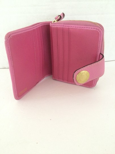 Coach SIGNATURE C ZIP AROUND SNAP MEDIUM WALLET PINK Image 4
