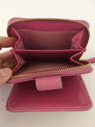 Coach SIGNATURE C ZIP AROUND SNAP MEDIUM WALLET PINK Image 5