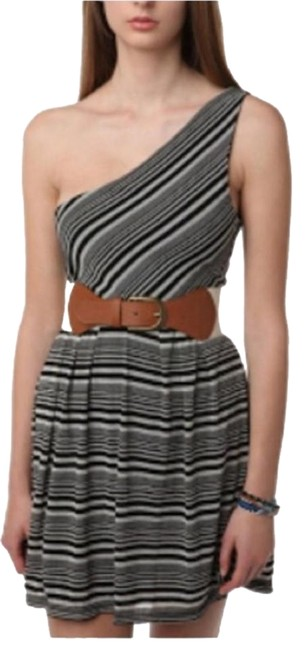 Preload https://img-static.tradesy.com/item/15746788/urban-outfitters-one-shoulder-stripped-above-knee-short-casual-dress-size-6-s-0-1-650-650.jpg