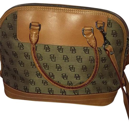 Preload https://img-static.tradesy.com/item/15750148/dooney-and-bourke-khakilt-brown-leathercanvas-satchel-0-1-540-540.jpg