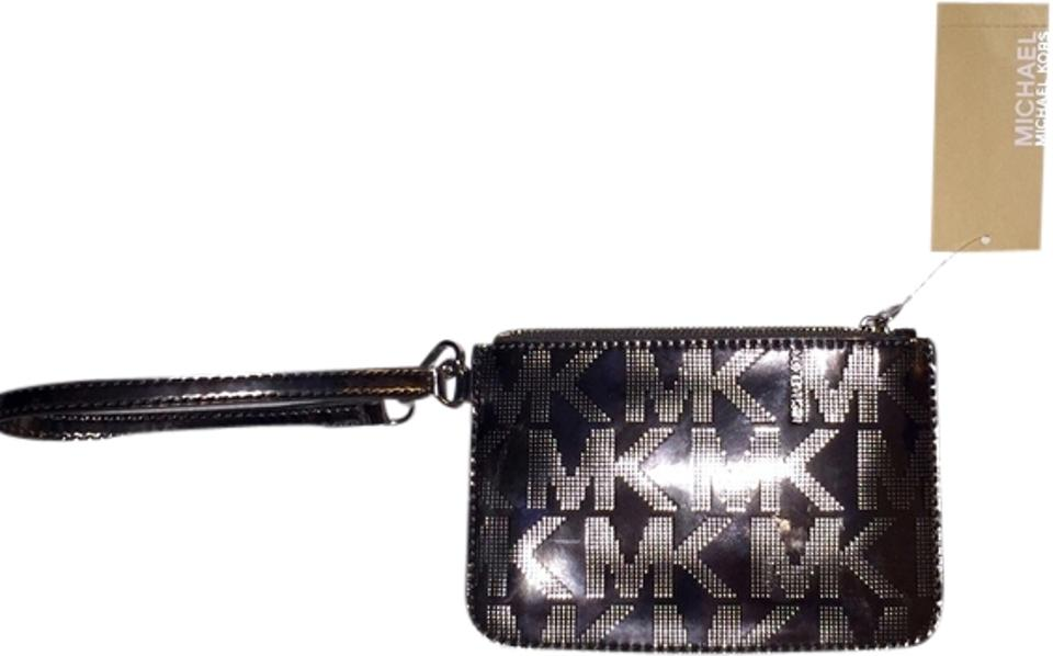 65574df17d3c Michael Kors Signature Monogram Jet Set Metallic Clutch High Fashion  Valentine's Day Wristlet in Silver Image ...