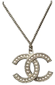 Chanel REDUCED CHANEL GOLDTONE PEARL CLASSIC ICONIC CC PENDANT NECKLACE