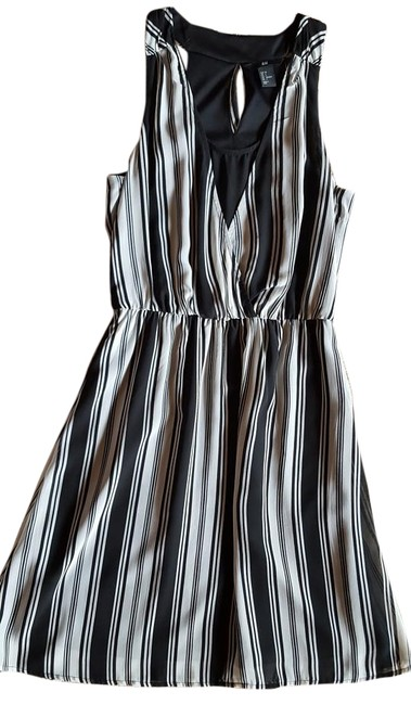 Preload https://img-static.tradesy.com/item/15756715/h-and-m-black-and-white-mid-length-short-casual-dress-size-4-s-0-1-650-650.jpg
