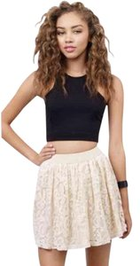 Tobi White Lace Elastic Mini Skirt cream