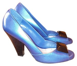 victoria spenser Metallic blue Pumps