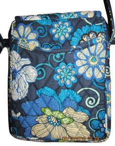 Vera Bradley Like Brand New! Designer Accents Pockets Ouside + In Flowers Bloom Great Color Combo! Shoulder Bag