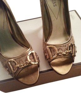 Guess Gold / Beige Pumps