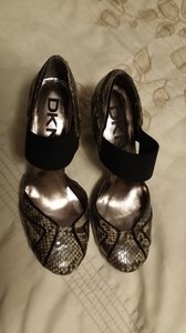 DKNY Snakeskin Like New mix of ivory and black (snake pattern) Pumps