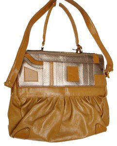 Be&D Patent Leather Shoulder Bag
