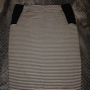 BCBGMAXAZRIA Bcbg Pencil Skirt black and white