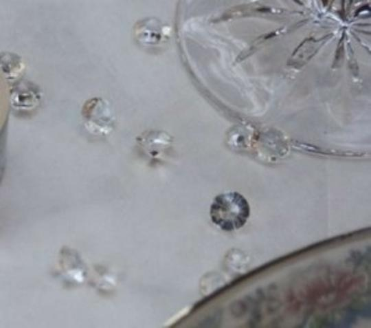 Preload https://img-static.tradesy.com/item/157771/clear-230-clear-acrylic-diamond-pieces-reception-decoration-0-0-540-540.jpg