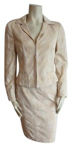 Max Mara MAXMARA 2PC SUIT SIZE 6 PEACHY CREAM FULLY LINED 3 HOOK AND EYE CLOSURE