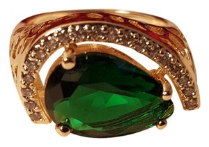 Gorgeous Gold Plated Emerald Green CZ Ring Size 7