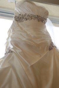 I Will Find Today ... Message Me (comes With Matching Veil & Purse) Wedding Dress