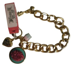 Betsey Johnson New $55 Betsey Johnson Charm Toggle Bracelet Marilyn Lips Gold New with Tag