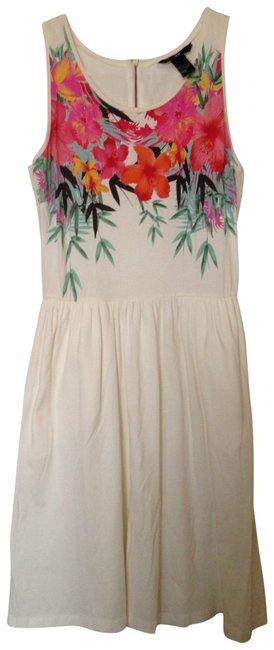Preload https://item3.tradesy.com/images/h-and-m-white-short-casual-dress-size-6-s-157912-0-0.jpg?width=400&height=650