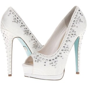 Betsey Johnson White and Baby Blue Pumps Size US 8 Regular (M, B)