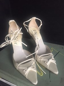 Dior Authentic $1350 Off White Satin Christian Dior Bridal Corset Back Stiletto Wedding Shoes
