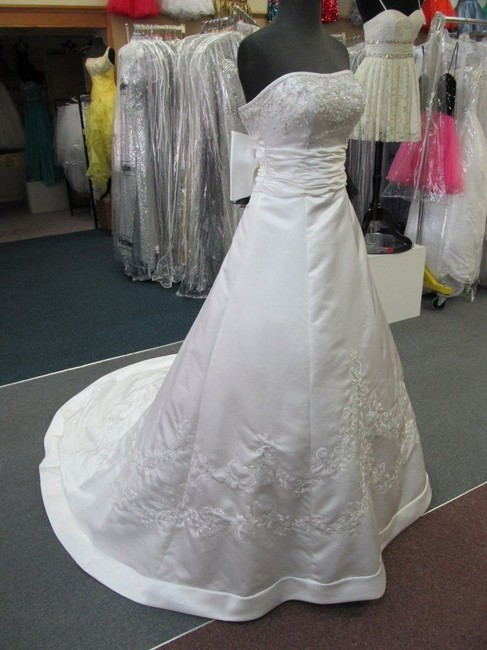 Item - Pearl White Satin 2178 Formal Wedding Dress Size 4 (S)