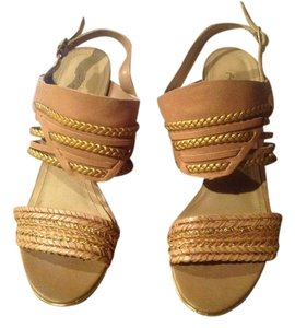 Kenneth Cole Reaction Taupe & Gold Sandals
