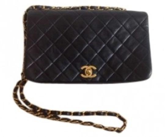 Preload https://img-static.tradesy.com/item/157997/chanel-vintage-classic-lambskin-leather-shoulder-bag-0-0-540-540.jpg
