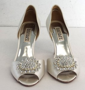 Badgley Mischka Ivory Satin Jeweled Toe Heels Pumps