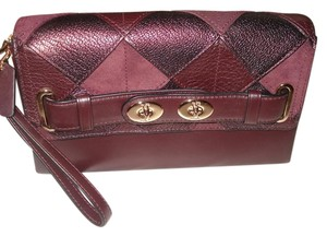 Coach Coach Blake Patchwork sWagger turnlock Wrist Wallet burgundy 64639 NWT