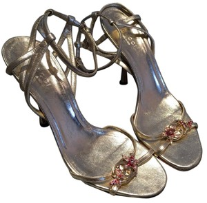 Gucci Heels Spring Summer Gold and cranberry Pumps