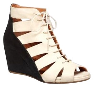 Kenneth Cole Summer Dark Beige Wedges
