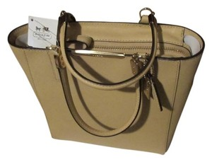 6b9db255bdf Coach New With The Tag Excellent Condition Tote in Tan