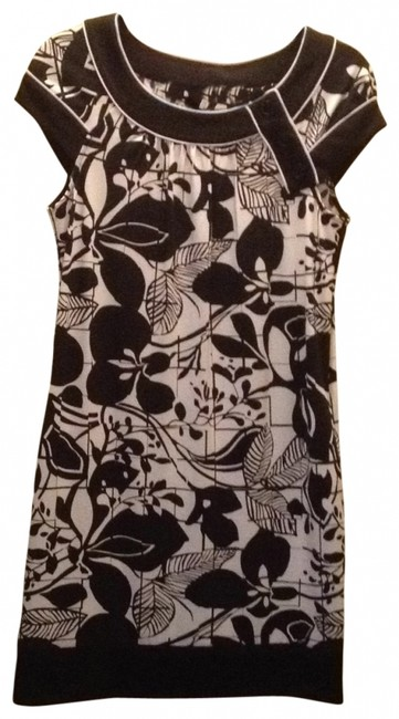 Preload https://item4.tradesy.com/images/bcbgmaxazria-black-and-white-print-bcbg-floral-mid-length-short-casual-dress-size-0-xs-158313-0-0.jpg?width=400&height=650
