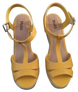 Mudd Golden Yellow Wedges