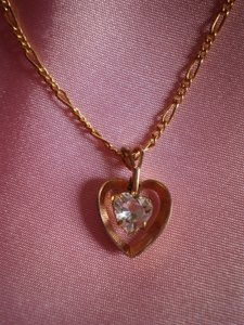 Like new Goldtone heart w/solitaire necklace